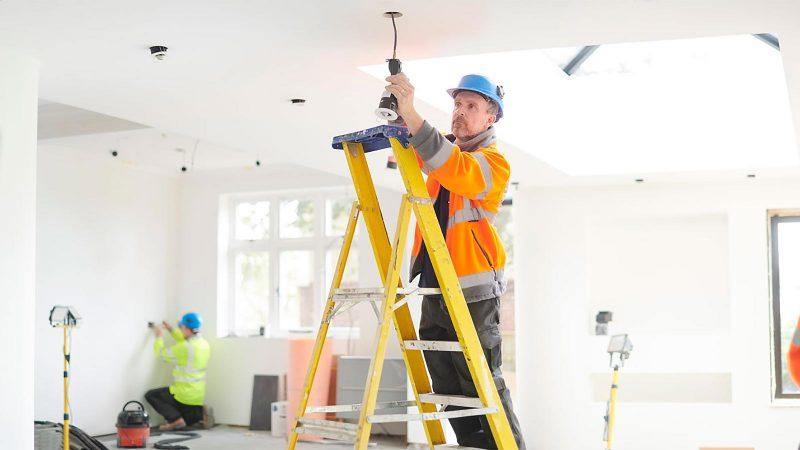 Electricians in Gold Coast & QLD Hiring Guide