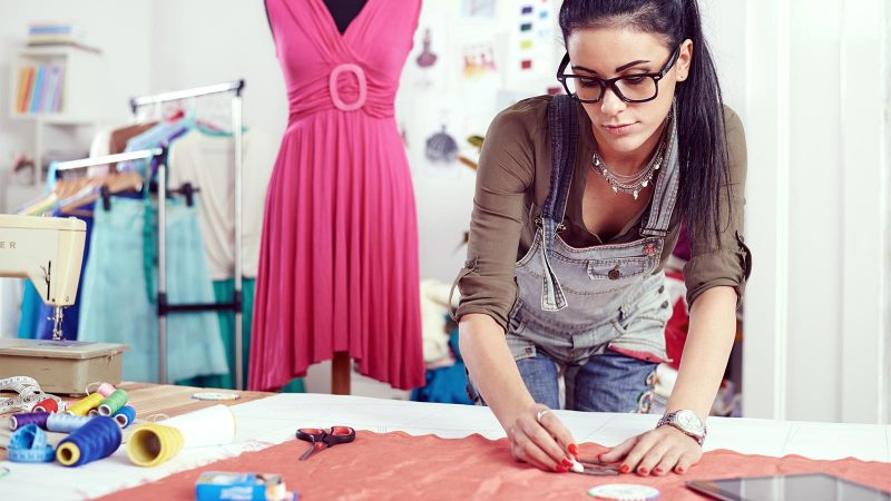 What are the different roles available in the fashion industry?