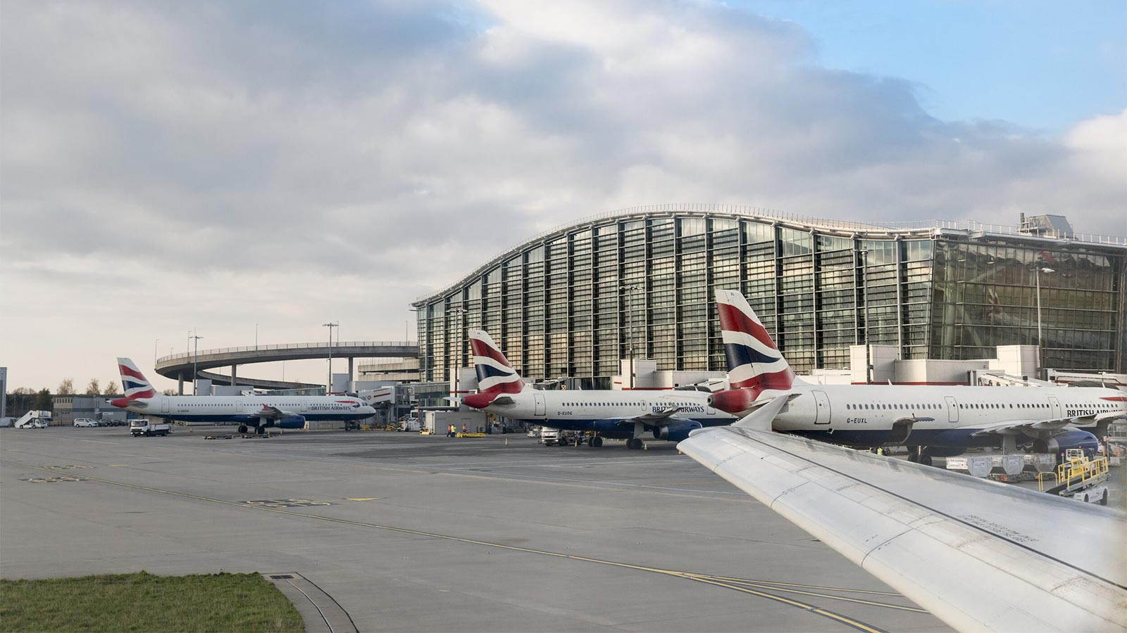 Rapid COVID-19 tests begin at Heathrow airport